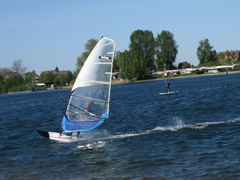 1.3 Surfer am Badesee