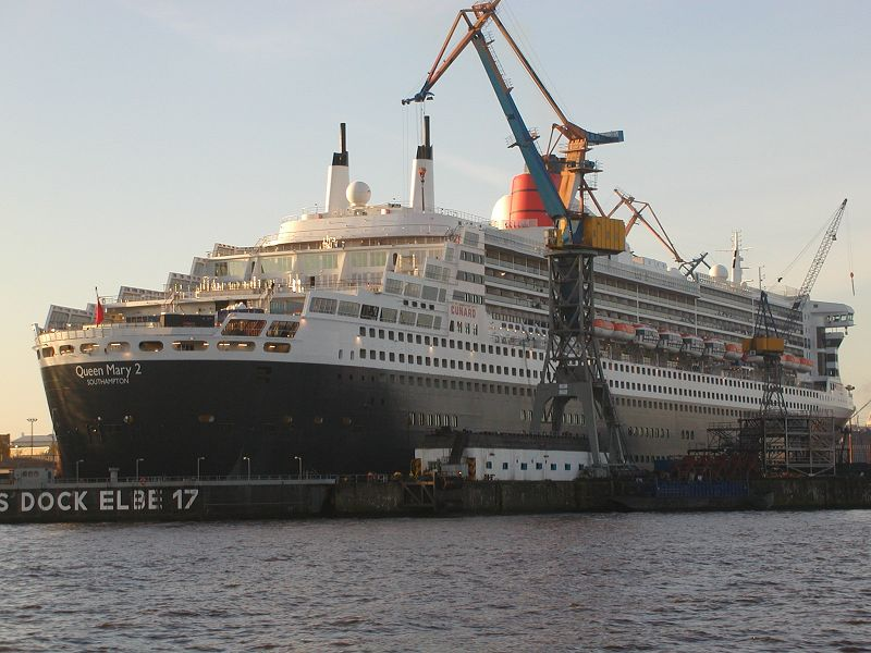 8.5 Queen Mary 2 im Dock Elbe 17