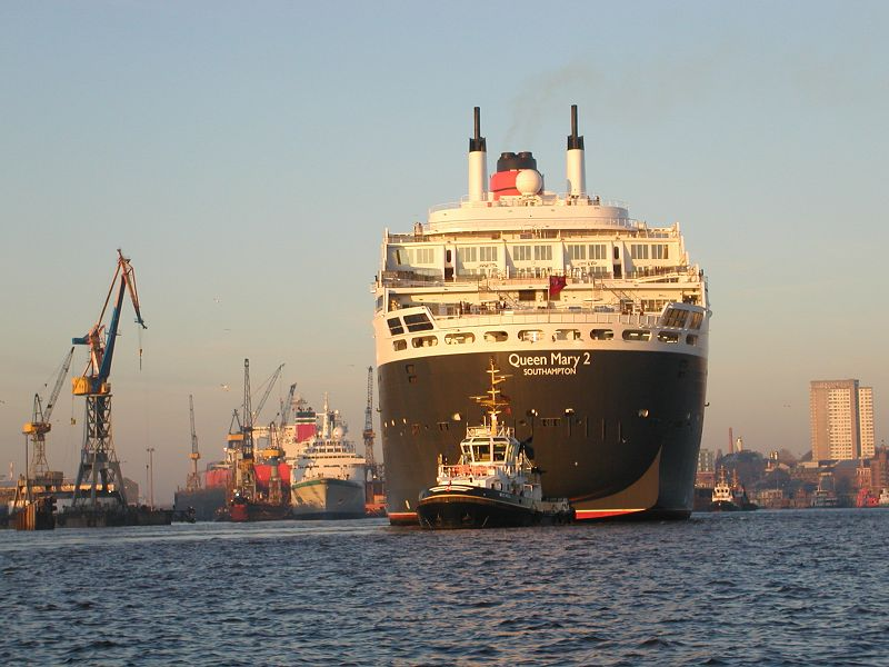 8.6 Queen Mary 2 im Dock Elbe 17